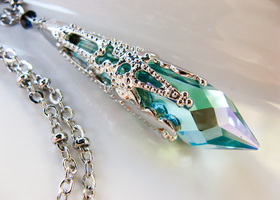 Exquisite Antique Blue/Green Swarovski Pendant Necklace