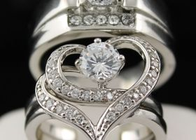 His Hers 3 pcs Elegant Heart CZ Wedding Set