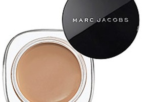 Marc Jacobs Marvelous Mousse Foundation 46 Golden Deep