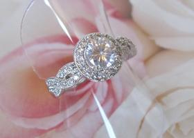 6/7/8/9/10  Beautiful 18k WGP Halo Engagement Ring