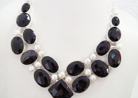 Gorgeous  Necklace  with Genuine Black Onyx & Pearl