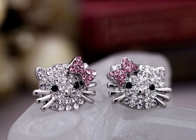 "Super Sparkling! Adorable ""Hello Kitty"" Stud Earrings"