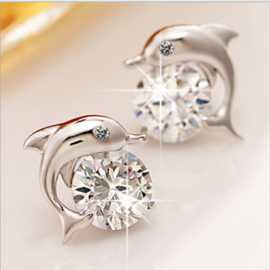 Lovely Crystal Eye Dolphin CZ Stud Earrings Women's Silver Plated Jewelry
