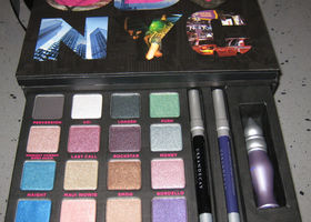 Urban Decay Book of Shadows Vol III 3 NYC 16 Eyeshadows