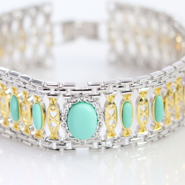 Candy style bracelet with a touch of turquoise accent. Nicely designed two tone