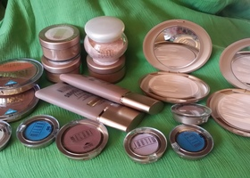 16 PIECE MILANI MAKEUP ESSENTIALS